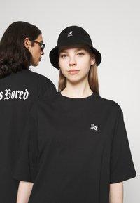 YOURTURN - UNISEX - T-shirt imprimé - black - 3