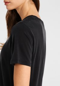 Daquïni - OLIVIA - Basic T-shirt - black - 4