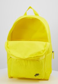 Nike Sportswear - AIR HERITAGE  - Sac à dos - opti yellow/black - 3