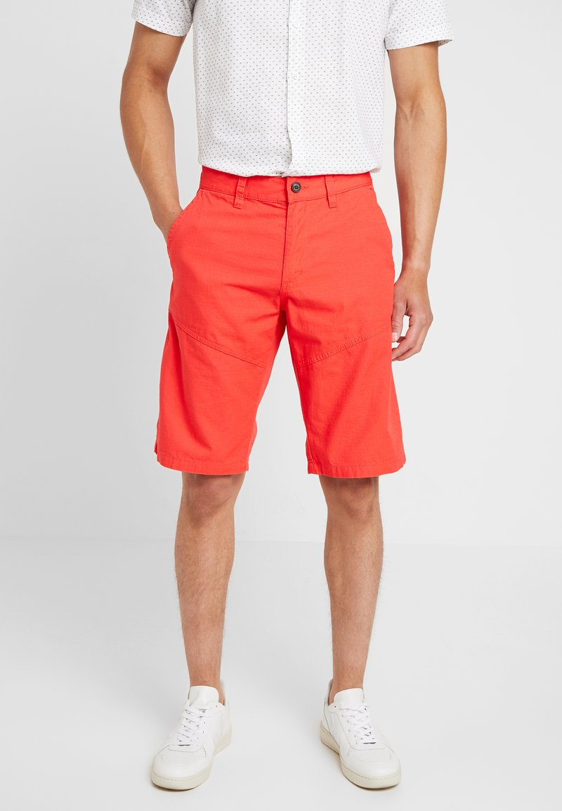 s.Oliver - RELAXED - Shorts - hyper red
