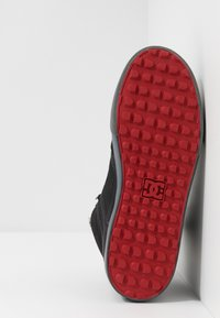 DC Shoes - Skatesko - black/grey/red - 4