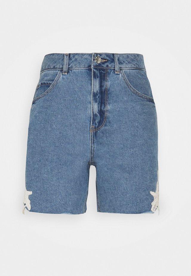 VMNINETEEN - Shorts di jeans - light blue denim