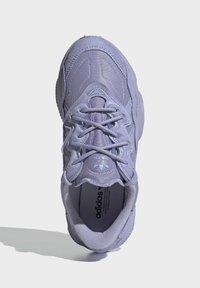 adidas Originals - OZWEEGO SCHUH - Baskets basses - purple - 3