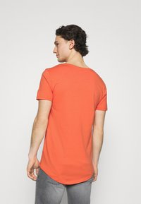 Lee - SHAPED TEE - T-shirt basic - washed red - 2