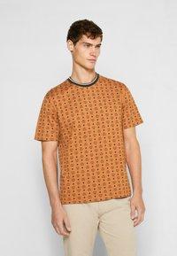 MCM - SHORT SLEEVES - T-shirt imprimé - cognac - 0