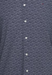 Tommy Hilfiger - FLEX FLORAL PRINT SLIM - Shirt - navy/white - 6