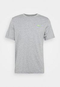 Nike Performance - TEE YOGA - Print T-shirt - dark grey heather - 0