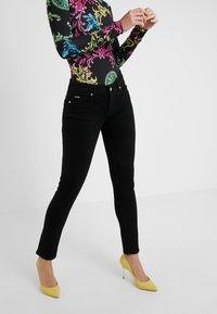Versace Jeans Couture - Skinny džíny - black - 0
