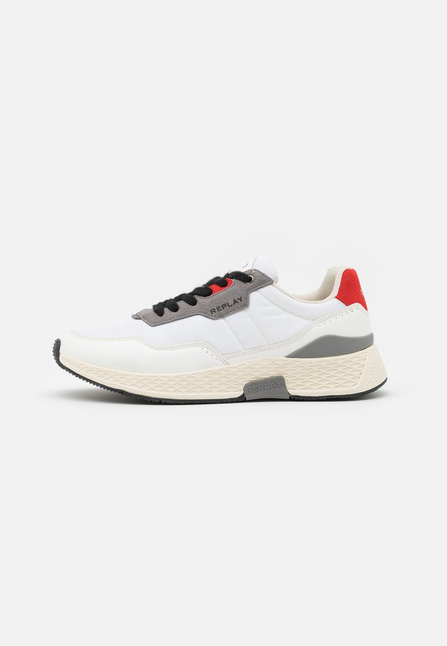 CLASSIC FREE - Sneakers laag - white/red/grey