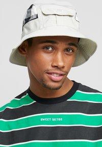 Nike Sportswear - BUCKET CAP  - Hat - light bone - 1