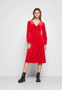 Monki - LOUISA DRESS - Vestido de cóctel - red - 0