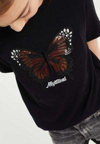 WE Fashion - MEISJES  - Print T-shirt - black - 2