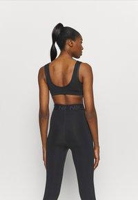 Nike Performance - INDY BRA - Sujetadores deportivos con sujeción ligera - black/white - 2