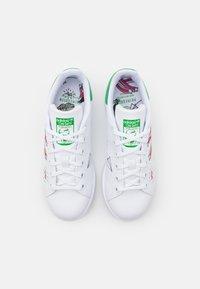 adidas Originals - STAN SMITH UNISEX - Trainers - footwear white/vivid green - 3