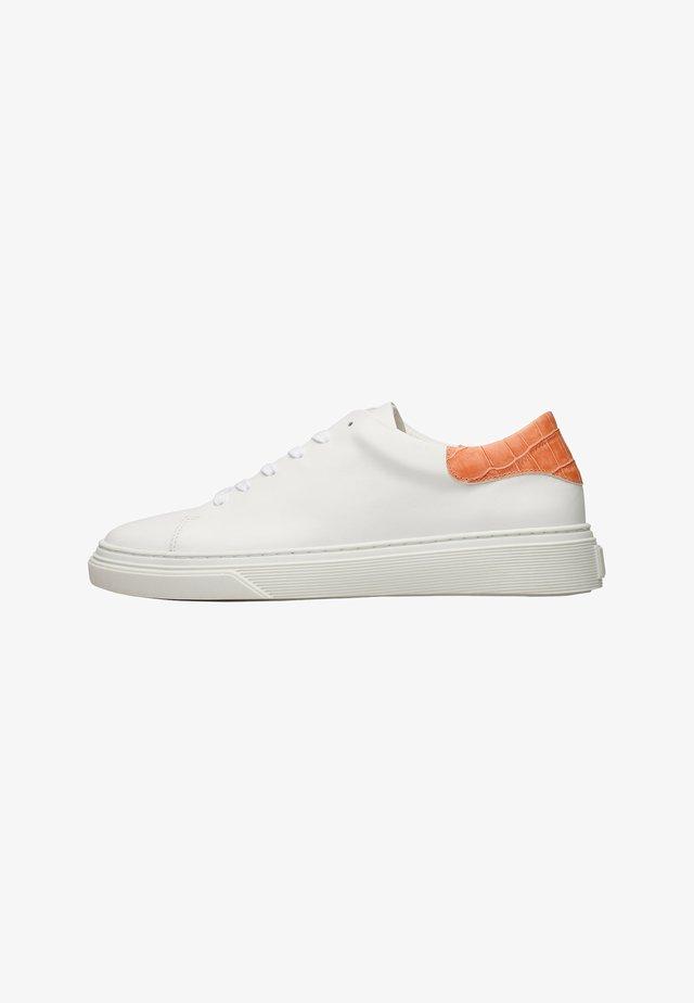 SOPHIA  - Sneakers laag - weiß / orange