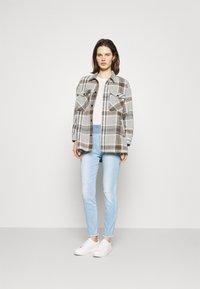Freequent - FQSHANTAL ANKLE BROKEN - Jeans slim fit - bleached blue denim - 1