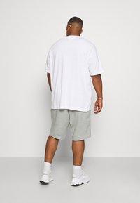 Tommy Hilfiger - ESSENTIAL - Shorts - medium grey heather - 2