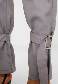 Missguided - D RING TIE HEM CARGO TROUSER - Trousers - grey - 4