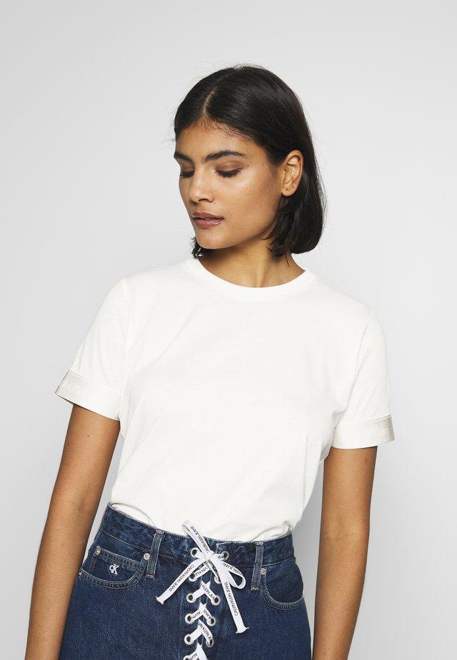 ATHLEISURE - T-shirts print - white smoke