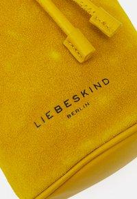 Liebeskind Berlin - BUCKET BAG - Across body bag - cream gold - 4