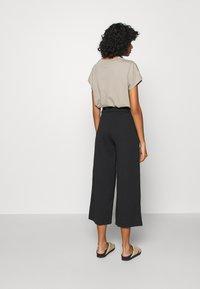 JDY - JDYGEGGO NEW ANCLE PANTS - Kalhoty - black - 2
