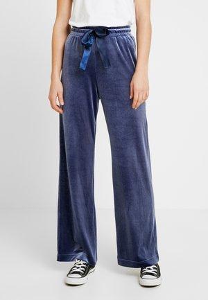 QARLA TROUSERS - Kalhoty - blue