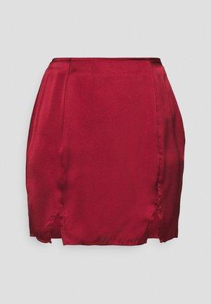 SPLIT FRONT SKIRT - Minifalda - biking red