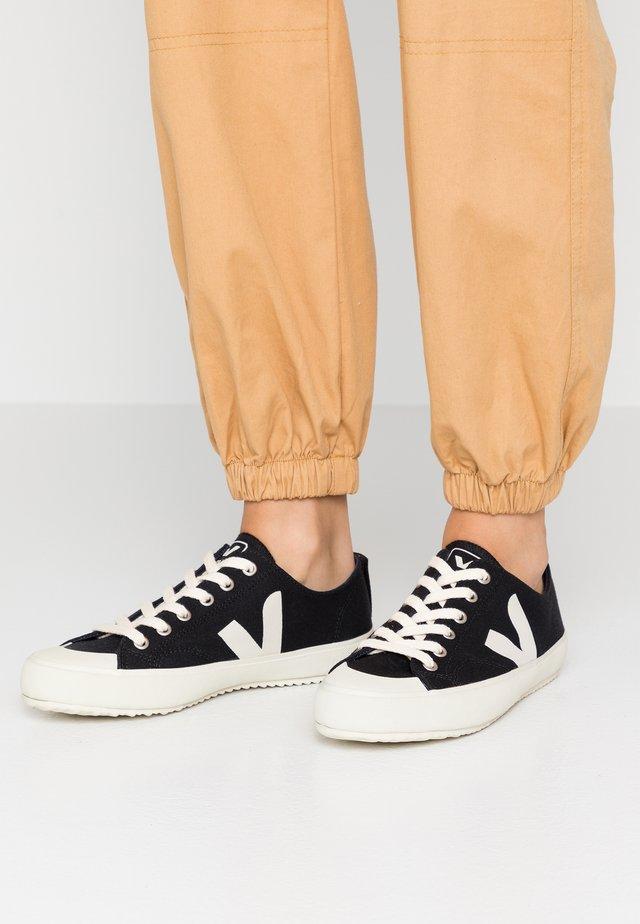NOVA - Sneakersy niskie - black/pierre