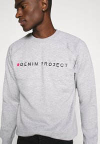 Denim Project - LOGO CREW - Felpa - mottled light grey - 5