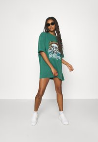 BDG Urban Outfitters - SUBLIME DAD TEE DRESS - Jersey dress - green - 1