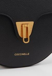 Coccinelle - BEAT HALF MOON - Skulderveske - noir - 4