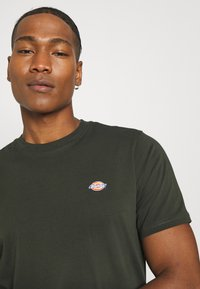 Dickies - MAPLETON - Basic T-shirt - olive green - 4