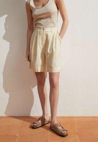 OYSHO - Short - beige - 2