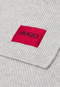 HUGO - ZAFF SCARF LOGO  - Scarf - grey - 3