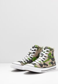 Converse - CLASSIC CHUCK  - Sneakersy wysokie - black/candied ginger/white - 2