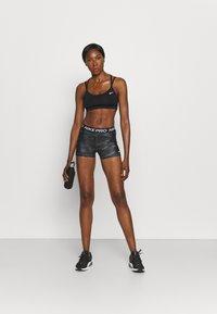 Nike Performance - CAMO - Legginsy - dark smoke grey/white - 1