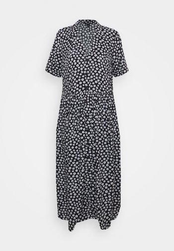 Długa sukienka - black background