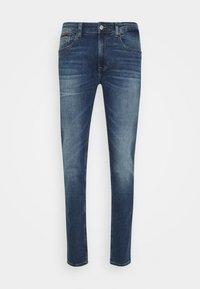 Tommy Jeans - AUSTIN SLIM TAPERED - Slim fit jeans - denim medium - 0