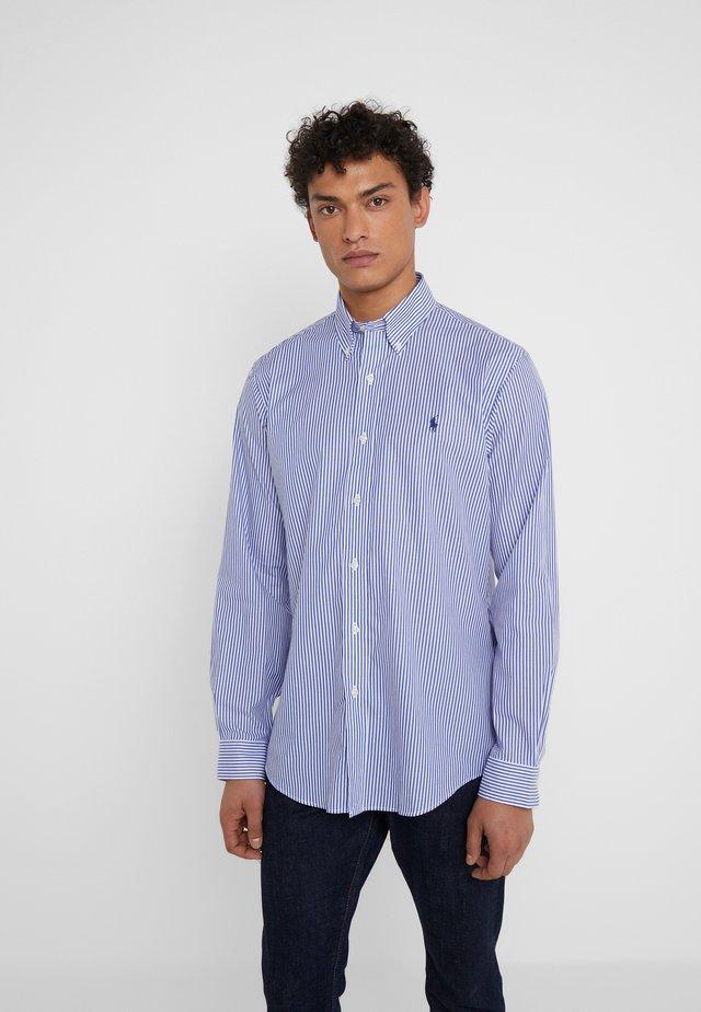 CUSTOM FIT POPLIN - Shirt - blue/white