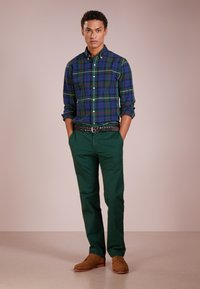 Polo Ralph Lauren - SLIM FIT BEDFORD PANT - Tygbyxor - college green - 1