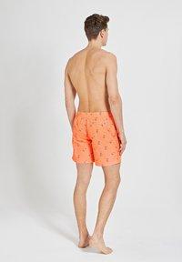 Shiwi - SNOOPY HAPPY SKATER - Swimming shorts - neon orange - 2