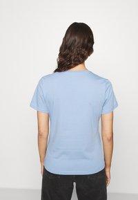 Tommy Hilfiger - CLEO REGULAR  - T-shirt z nadrukiem - blue - 2