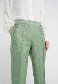By Malene Birger - SANTSI - Pantaloni - turf green - 3