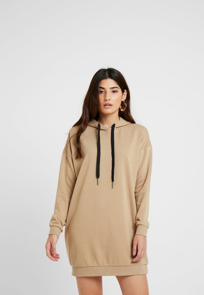 Noisy May Petite - NMHATTIE DRESS - Denní šaty - cornstalk