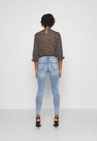 ONLY - ONLISA ZIP - Skinny džíny - light blue denim - 2