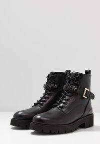 Steven New York - XIAMARA - Cowboy/biker ankle boot - black - 4