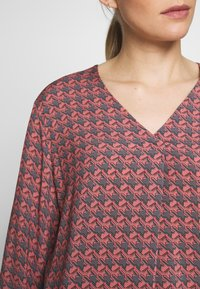 Betty & Co - Bluser - red - 4