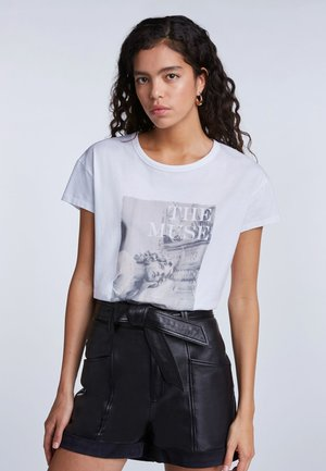 LÄSSIGES - Print T-shirt - bright white