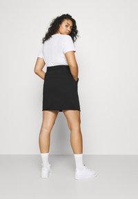 Nike Sportswear - CLASH SKIRT - Minifalda - black - 2