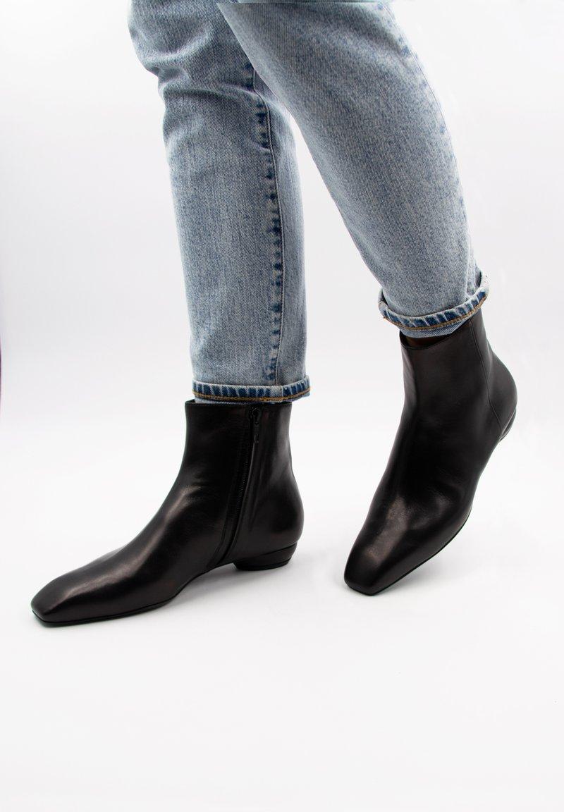 LEYLO i'ELUA - NALANI - Korte laarzen - schwarz
